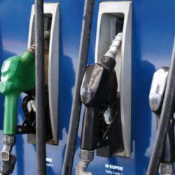 Shell y Axion aumentaron el precio de las naftas y el diesel