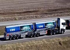 El Gobierno presentó los primeros bitrenes para YPF